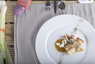 Pastel de puerro y caballa con salsa dulce de mostaza - Recetas Usisa